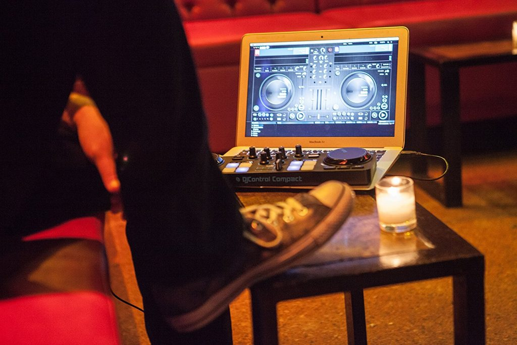 Mini controller DJ -Hercules DJ Control Compact - Action2